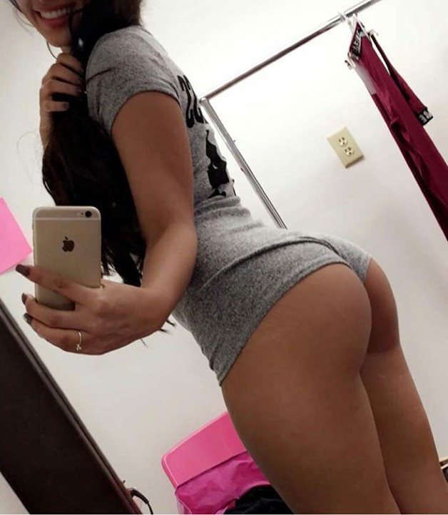 Big ass girl self taken picture naked