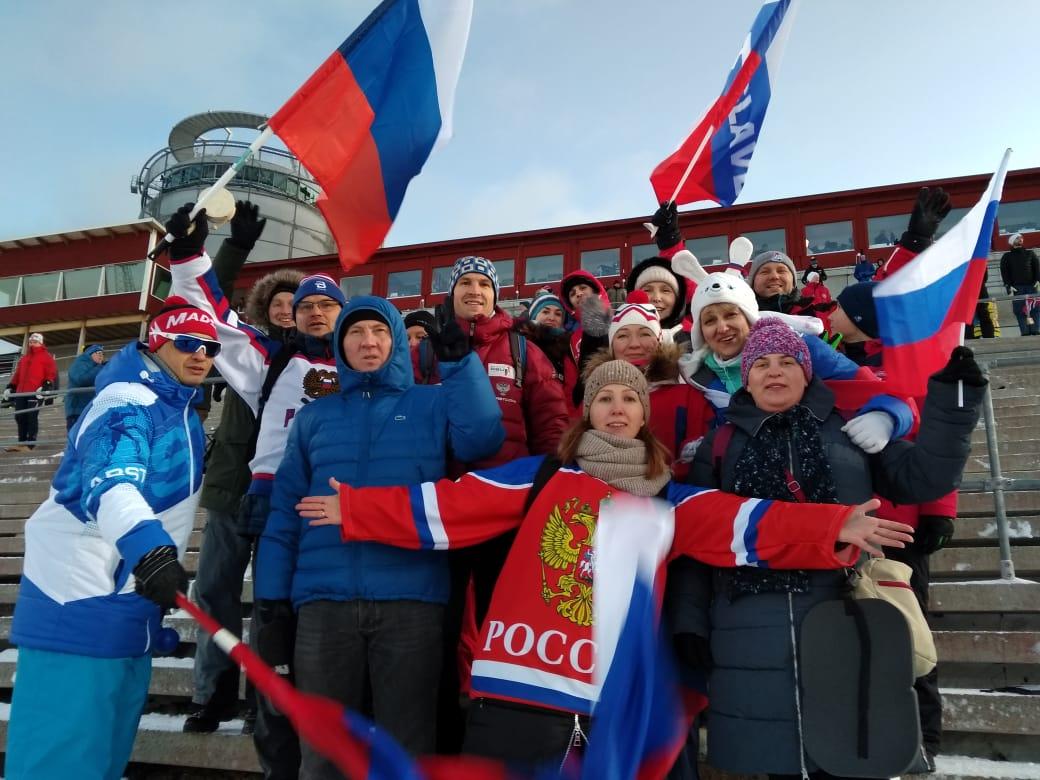 Российские болельщики с братом Матвея Елисеева Артёмом