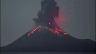 Pacaya Volcano Erupts in Guatemala - El Volcán Pacaya Entra en Erupción en Guatemala