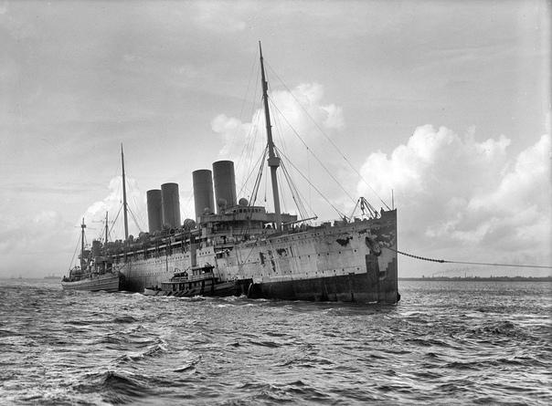 Пиратский корабль-призрак Сентябрь 1916 года. Немецкое судно «Кронпринц Вильгельм» («ronprinz Wilhelm») тянут на буксире с атлантического побережья в Гудзонов пролив, во внутренние американские