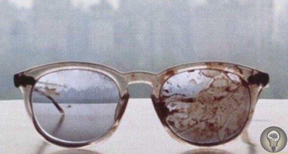 Очки Джона Леннона после его убийства