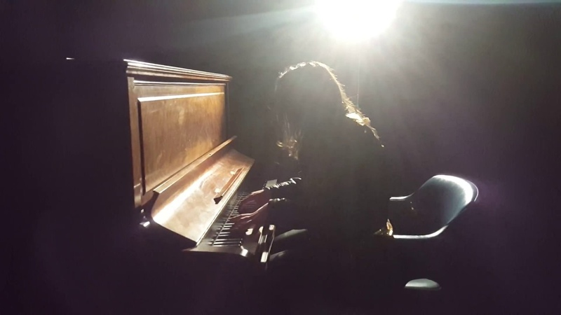 Short improvised cover of Portishead's GloryBox by Jessica Fitoussi on a late saturday night vibe...