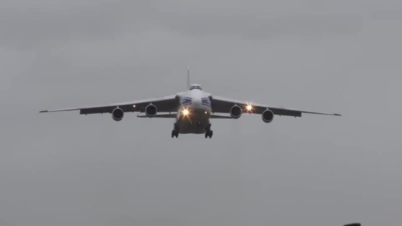 Посадка самолета Ан-124 во время шторма Франца, охватившего Германию