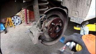 Замена обломанных шпилек заднего колеса на Тойота Королла 2008 1,6 Toyota Corolla