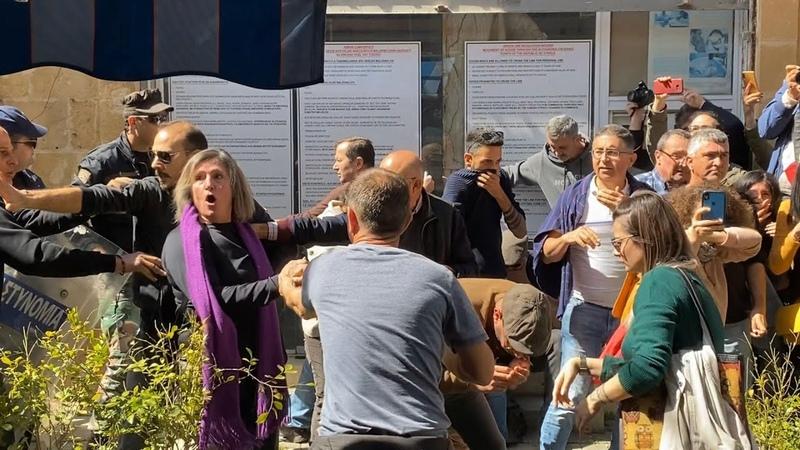 Kıbrıs'ta sınır kapılarının kapatılmasına yönelik eylemde olaylar çıktı