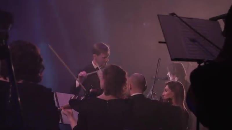 что будет если соединить говнарей и оркестр на одной сцене?