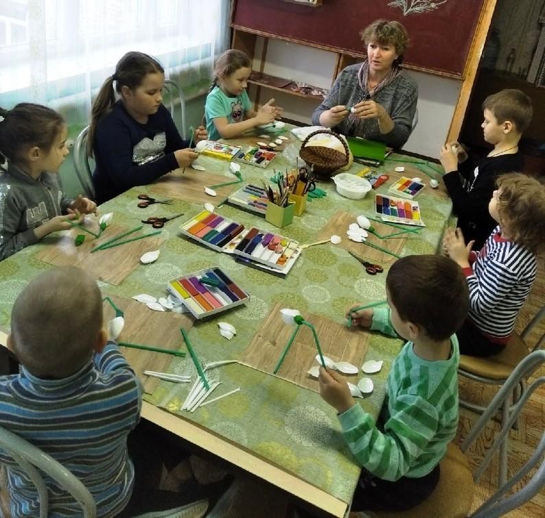 Состоялось занятие детей с педагогом по творчеству 2