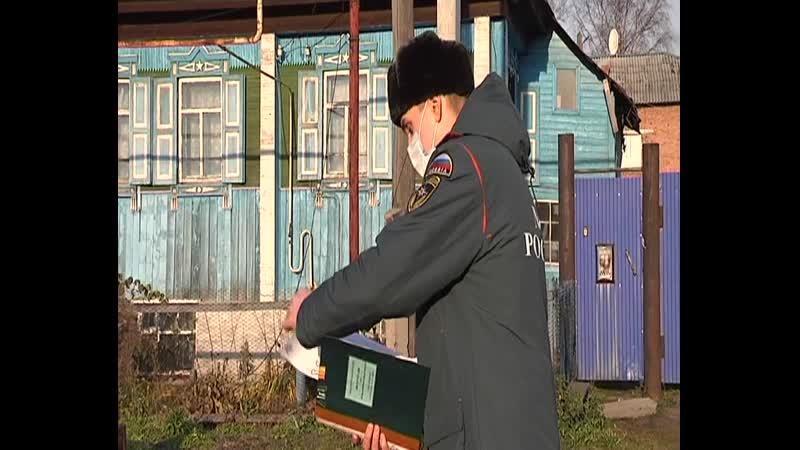 Жителям района раздают памятки о необходимости соблюдения мер пожарной безопасности