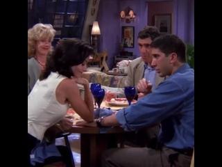 friends ☕️ on Instagram_ _1x02 - (arrasta para o lado) A cara da Judy -- E em tudo arranjava um jeito de deixar a Monica pra bai