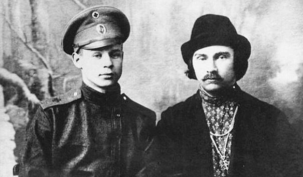 Нескучные истории Людмилы Грицай Как Сергей Есенин дочерям Николая II их судьбу предсказалДар поэта всегда был чем-то большим, чем просто умение подбирать друг к другу рифмованные слова. Это был