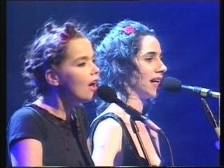PJ HARVEY + BJORK - (I Can't Get No) Satisfaction (Brit Awards '94)