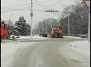 Тяжелая коммунальная техника вышла на борьбу со снегопадом в Волгодонске