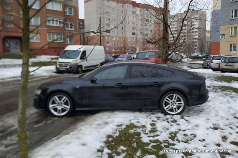 Как долго водитель Audi A7 искал такое место для парковки?