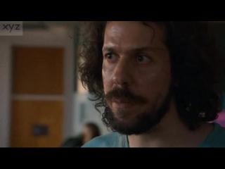 """Ο Άλεξ Μαλάος γυμνός στη σειρά του HBO """"The Leftovers"""""""