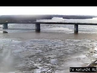Веб-камеры К24_ Обь выталкивает лед на берег (7)