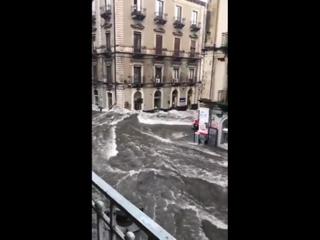 Мощный ливневый паводок в городе Катания (Италия, 4 октября 2018).