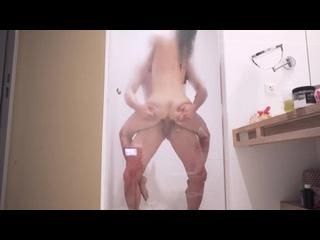 Mia Bandini-Amateur shower sex with deep anal
