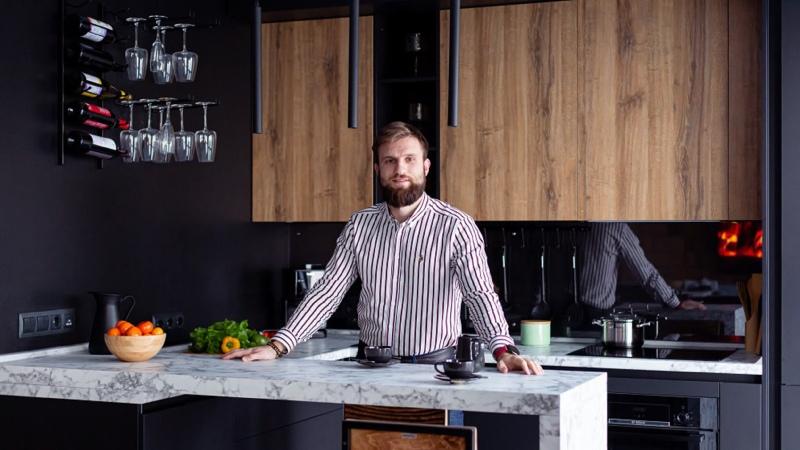 Дизайн кухни с комбинированными фасадами от компании Кухонный Двор