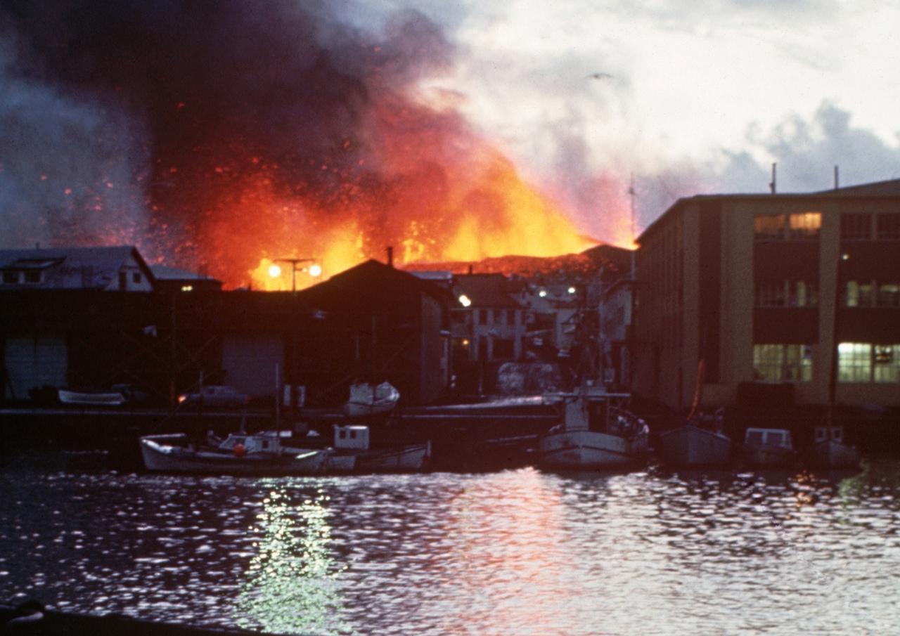 В Исландии проснулся очередной вулкан с непроизносимым названием. Опасности он п...
