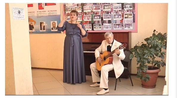 Петровчане Евгений ЧЕТВЕРИКОВ и Наталья ПЕТКЕНЕ выступили на фестивале «Романса голос осенний»