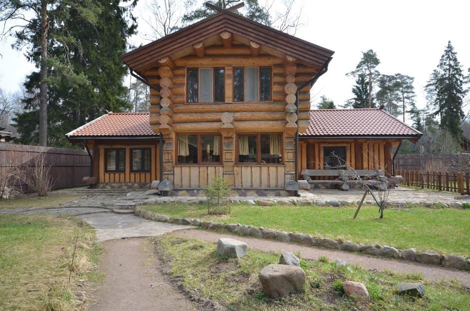 Сруб деревянного дома из сосны