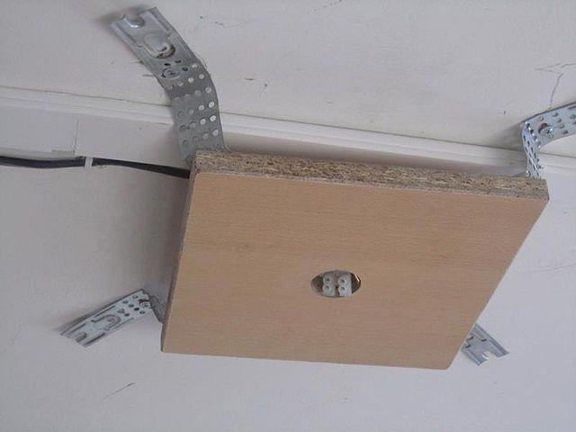 Люстра под натяжной потолок: способы крепления, изображение №7