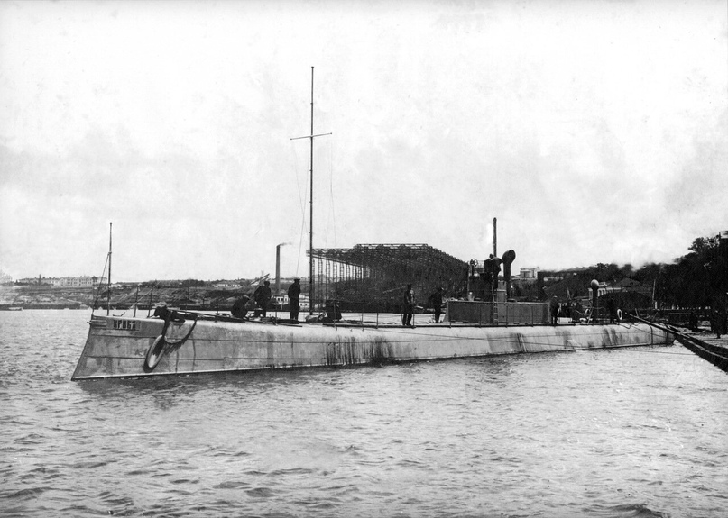 Первый в мире подводный минный заградитель «Краб» (Николаев, 1913 год).