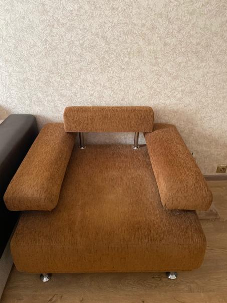 Отдам кресло и стол журнальный.Самовывоз.898296795...