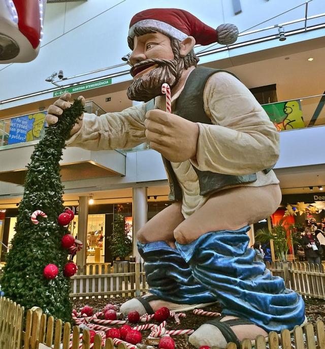 Каталония, подарки, праздники, Рождество, статуэтки, сувениры, традиции, традиции народные, традиции праздничные, традиции рождественские, фигурки,  рождественские традиции, каталонское рождество, символы каталонского рождества, рождественские украшения,