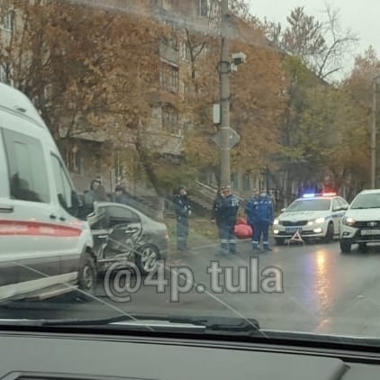 В Туле на ул. Металлургов произошло ДТП с участием машины скорой помощи и легкового автомобиля.... Тула