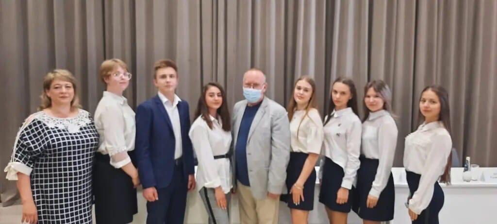 Петровские школьники получили сертификаты олимпиады «Умницы и умники земли саратовской»