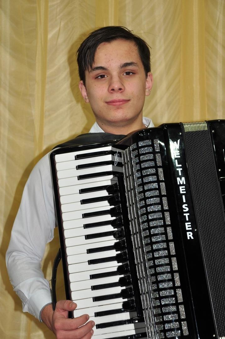 Петровчанин Егор ГАМАЮНОВ получит именную губернаторскую стипендию