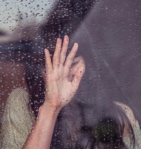 Продолжая переживать недавнюю утрату, я буквально влетела в понимание вот какой штуки Утрату необходимо оплакать. В самом прямом смысле - отрыдать, отвыть, отпричитать. Для этих процессов должно