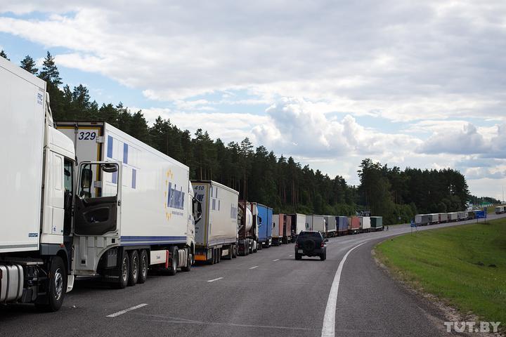 Около 1,9 тысяч фур скопилось на выезд из Беларуси
