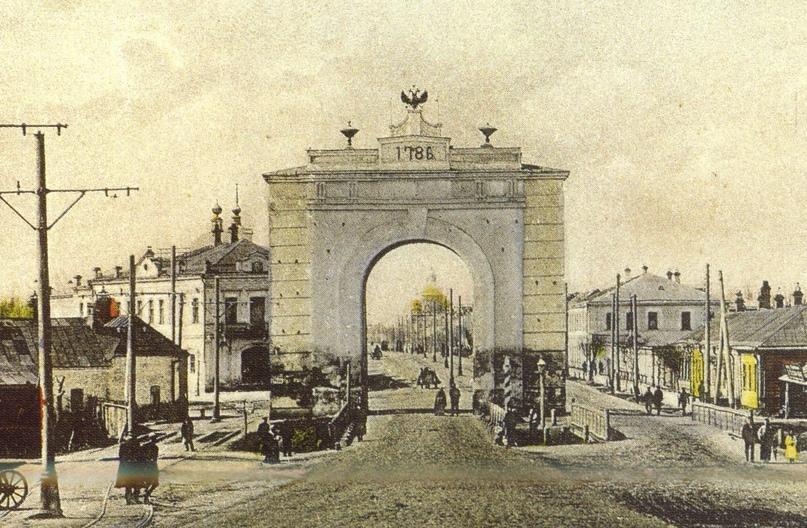 Московские ворота неподалеку от которых была Воздвиженская площадь
