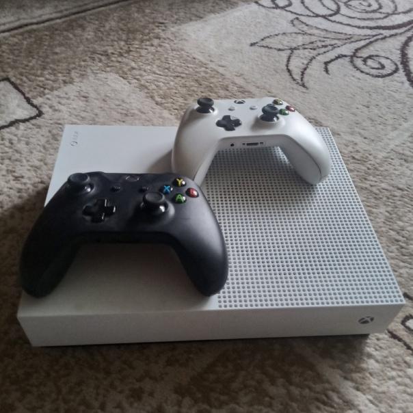 Продам Xbox One S В отличном состоянии. Полный ком...