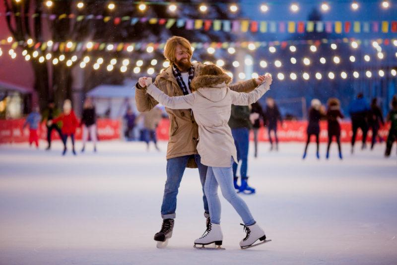 Доставайте коньки, укутывайтесь в теплые шарфы и отправляйтесь на каток за новогодним настроением!