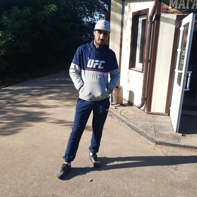 Икром Жонназаров