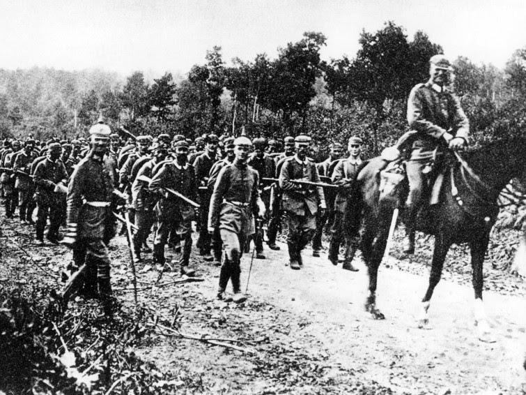 Первые солдаты Германии переходят границу с Францией. picture alliance / dpa