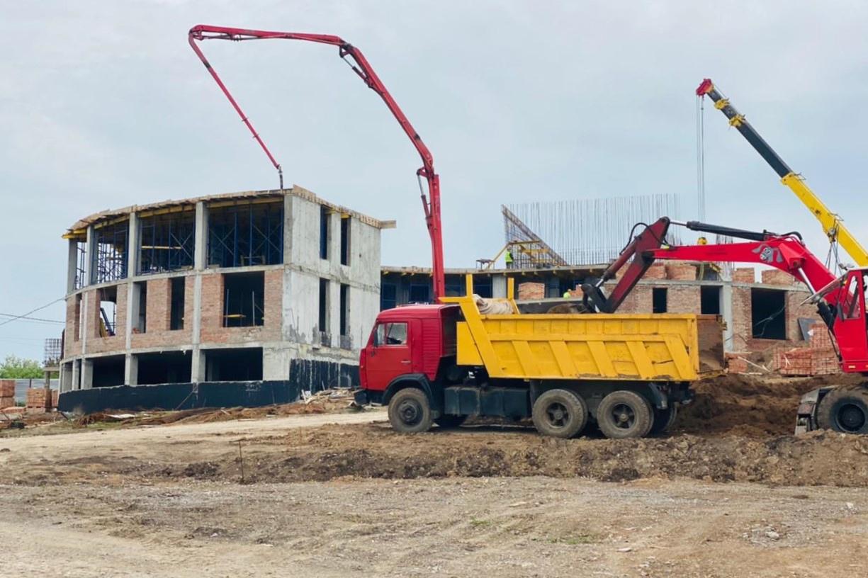 Под Таганрогом строятся две школы и детский сад