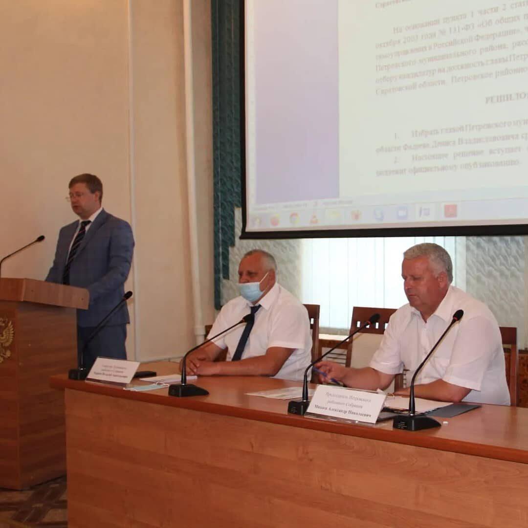 Петровские депутаты переизбрали на новый срок главой района Дениса ФАДЕЕВА