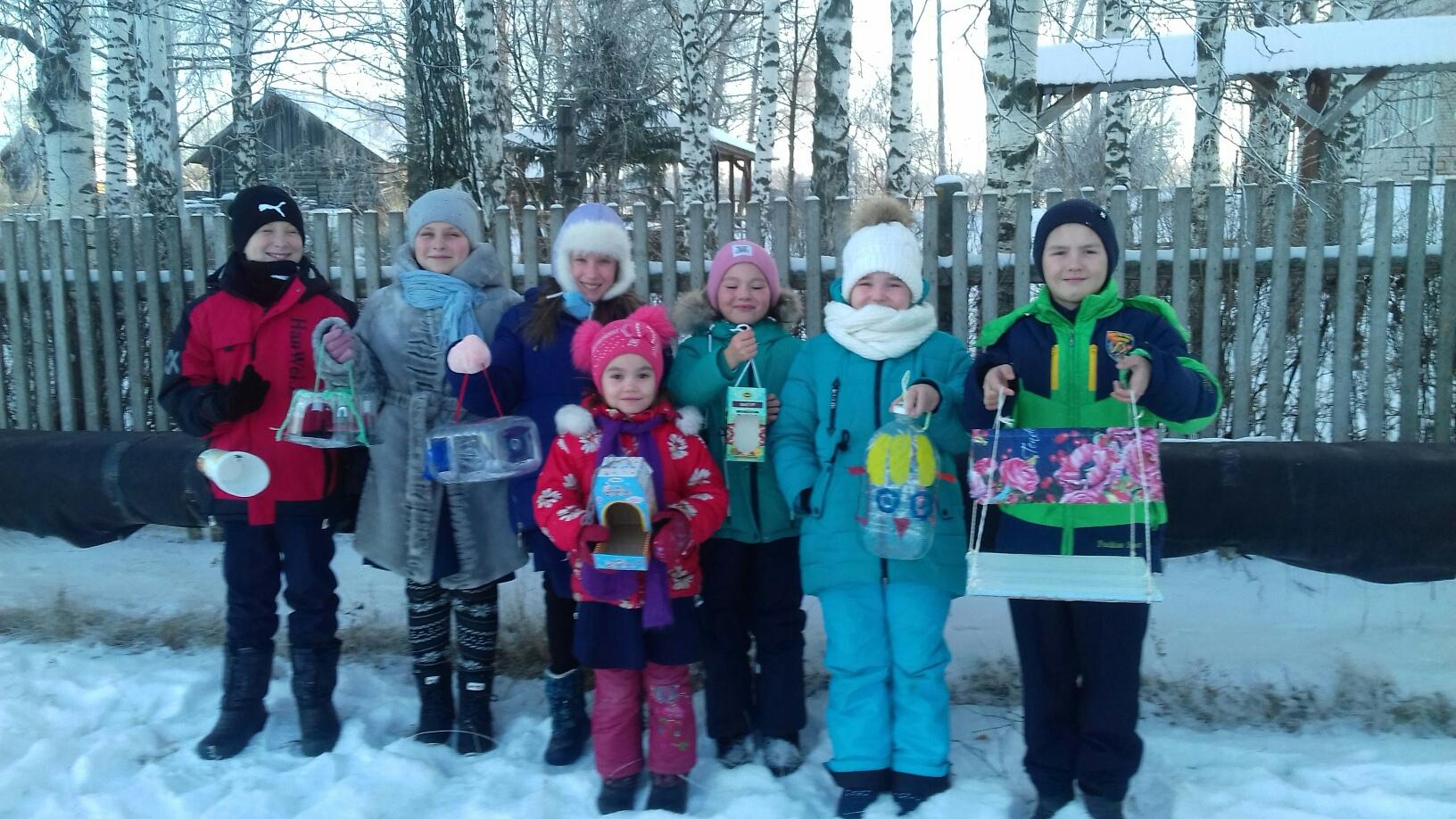 Учащиеся 2 и 4 классов Старокаксинской школы