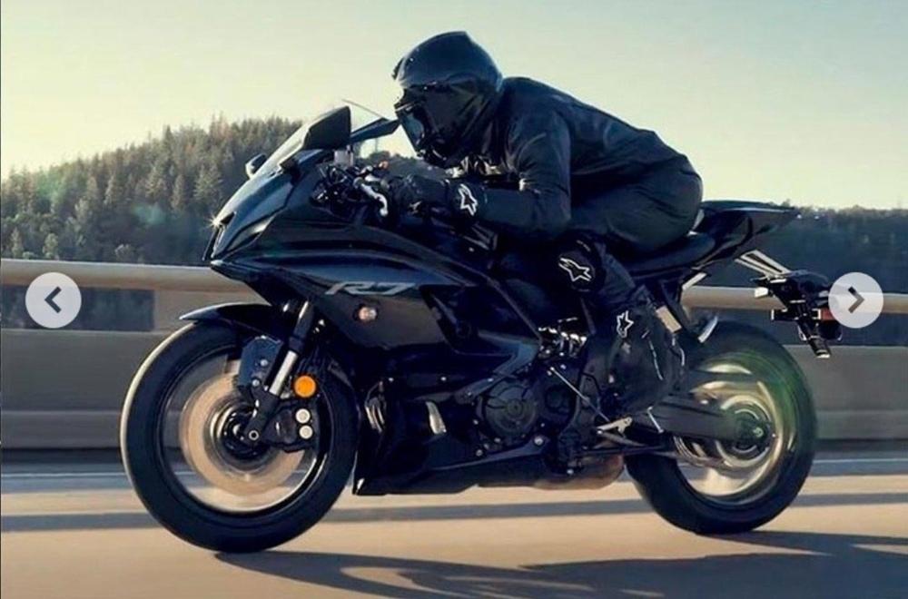 Первые фото Yamaha YZF-R7