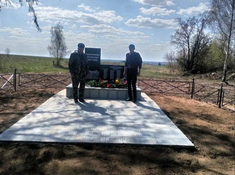 Памятник воинам, погибшим в годы Великой Отечественной войны, открыли в Можгинском районе.