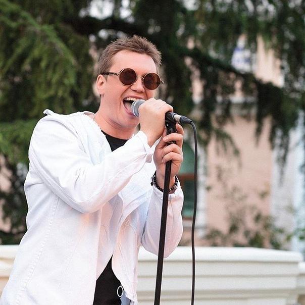 Антон Зацепин: Первое сентября! Всем свет и знания! А я спешу на концерт. Всем хорошего дня!🔆🙌🏻#youtube #жизнь #широкарека #антонзацепин #фабриказвезд