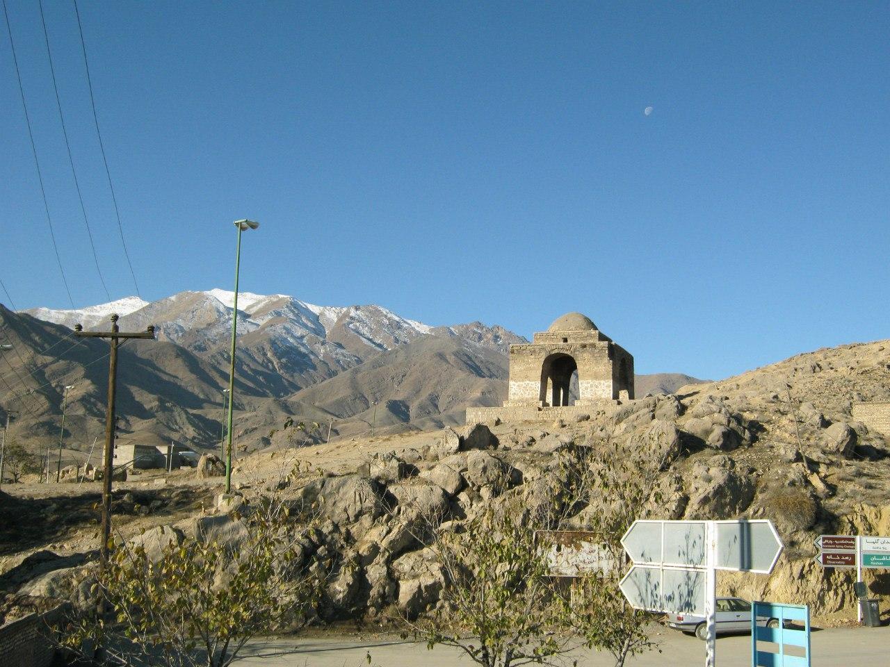 Храм зороастрийцев в Ниясар