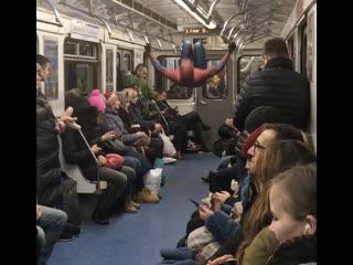 Человек-Паук в метро :)