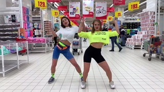 Танец в МАГАЗИНЕ + реакции   Бабуля в ШОКЕ 😂   Полина Дубкова и RedGi