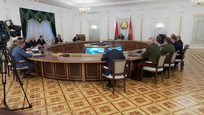 Лукашенко мы абсолютно не одни если кто то думает что власть наклонилась и зашаталась ошибаетесь
